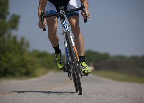 疾走感と達成感が味わえるロードバイクの魅力とは