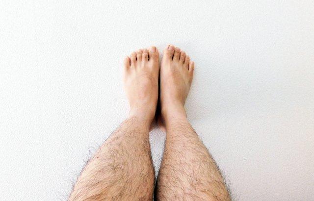 メンズ必須のデオドランドケア 足の嫌なにおいの原因は○○です
