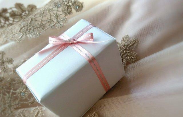 【彼女や友達へのプレゼント】女性が喜ぶデパコスの秋冬カラーコスメ